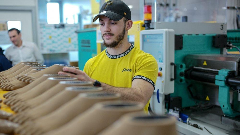 Fabrication de prothèses dans les ateliers d'Alfaset, à La Chaux-de-Fonds.