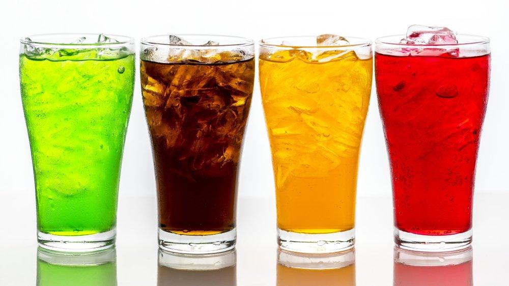 Le gouvernement neuchâtelois propose de taxer les boissons sucrées pour financer des mesures de prévention dentaire.