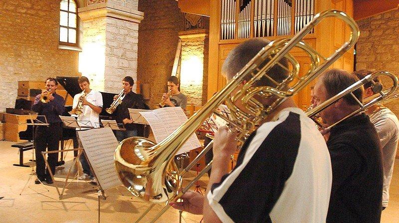 Les musiciens maîtrisant les instruments à vent et les percussions participeront au concours.