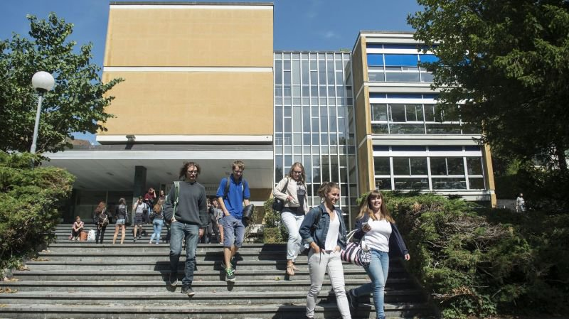 Ce bâtiment du lycée Denis-de-Rougemont, à Neuchatel, est l'un des biens de l'Etat à assainir en priorité.