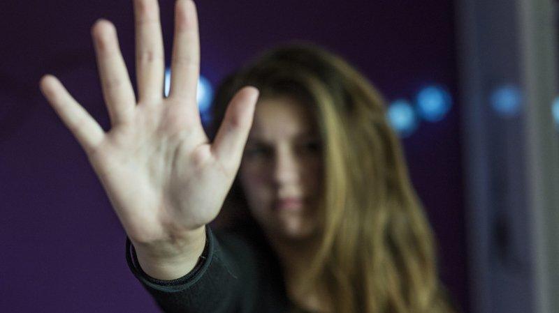 La Chaux-de-Fonds: jugé par défaut pour avoir frappé son ex et l'avoir menacée d'enlever leur fils