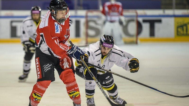 Esteban Willemin (en rouge) a signé un doublé contre Sarine Fribourg.