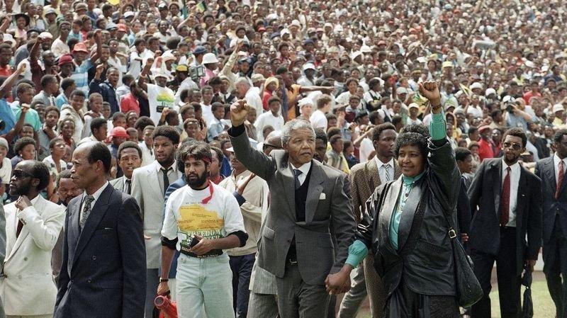 1990: après 27 ans passés en prison, Mandela est libre