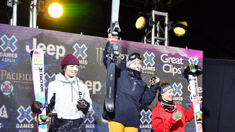 C'est la Française Tess Ledeux qui a privé les deux médaillées olympiques de slopestyle d'un doublé.