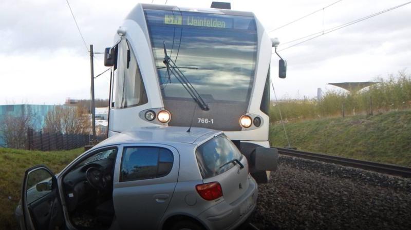 Thurgovie: un train régional et une voiture sont entrés en collision à Tägerwilen