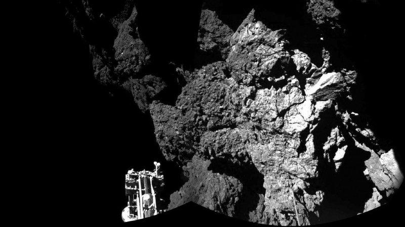 """C'est à bord de la sonde Rosetta qui a approché la comète surnommée """"Tchouri"""" au plus près que  Rosina, le spectromètre de masse fabriqué par l'Université de Berne, était placé."""