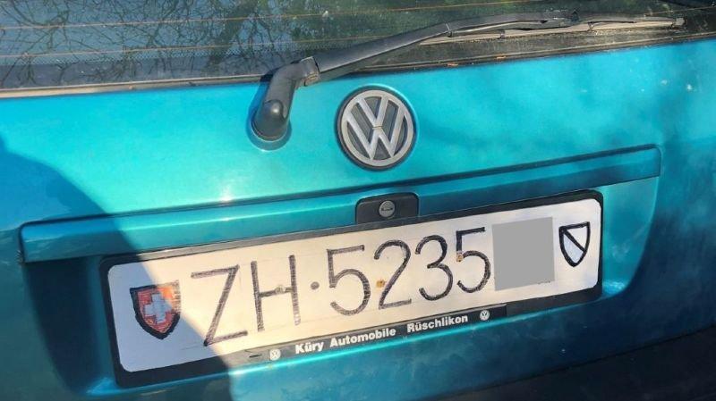 Zurich: privé de permis, il roulait avec des plaques maison