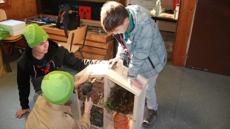 Les scouts de l'Abbaye ont créé des cabanes à oiseaux et des hôtels à insectes, à Bevaix.