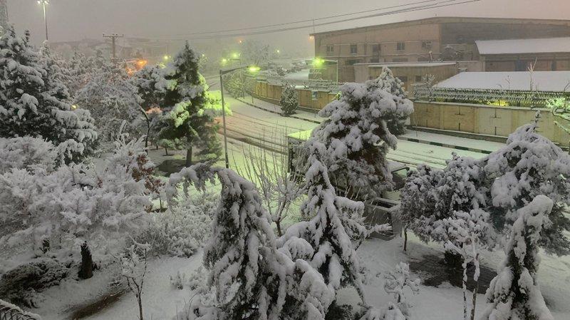 Neige à Téhéran: écoles fermées, vols perturbés