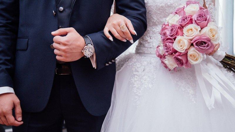 Mariage: vers un retour du double nom de famille en Suisse?