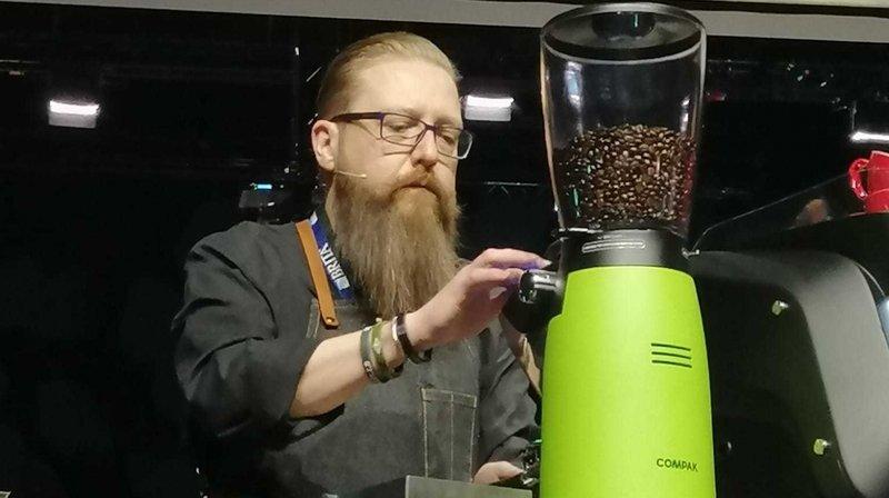 Philippe Gobat lors des championnats suisses de latte art.