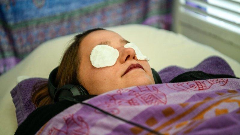 Massage des pieds, lithothérapie, astrologie et chromothérapie: «ArcInfo» a testé le salon du bien-être à Bevaix