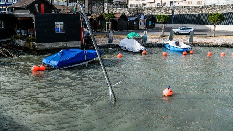 Un bateau a coulé au port de Serrières