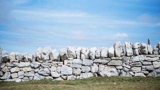 Murs en pierres sèches: quels sont les avantages?