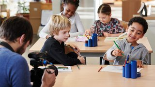 Des Neuchâtelois de 4 à 11 ans jouent les profs de français en vidéo