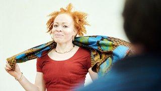 Des femmes albinos dans la lumière à Neuchâtel