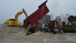 Tonnes de sable déversées à Miami Beach pour contrer son érosion