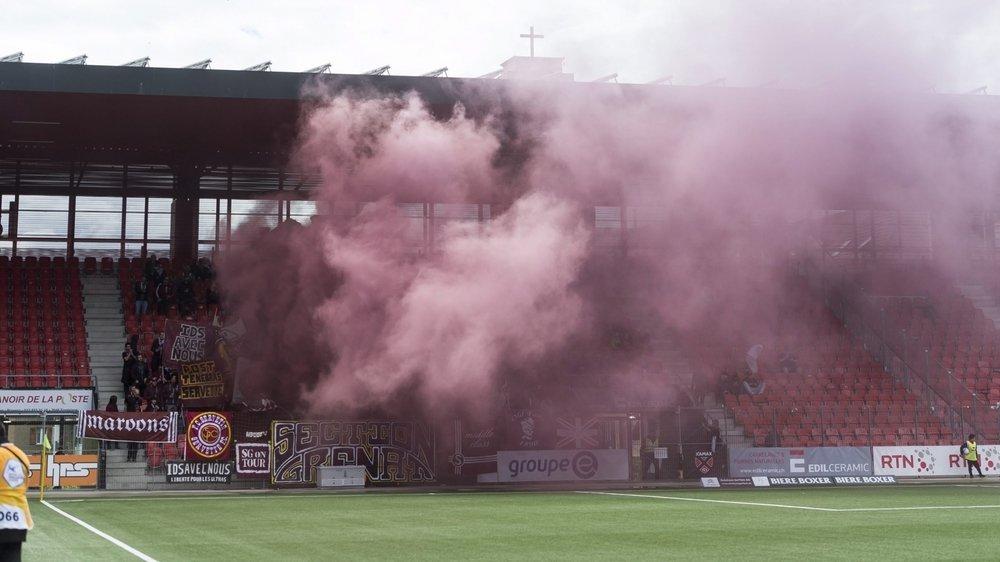 Le 20 septembre 2017, des supporters du FC Servette s'étaient dissimulé le visage pour se confronter à la police neuchâteloise, devant le stade de la Maladière. Image d'illustration.