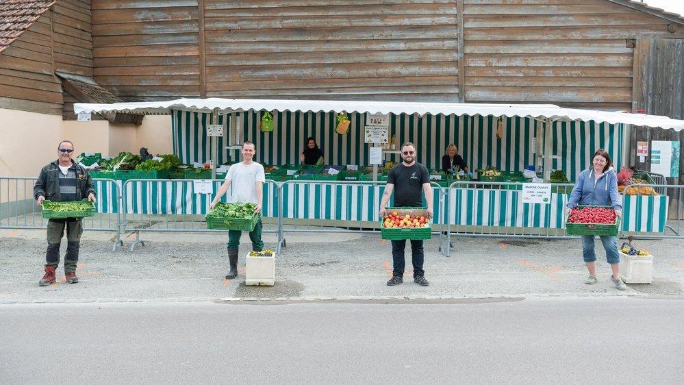Des maraîchers s'organisent pour ouvrir un mini-marché à Cudrefin (de g. à dr. Jean-Francis Beck, Yan Decasper, Cyril Beck et Sylvie Genzion).