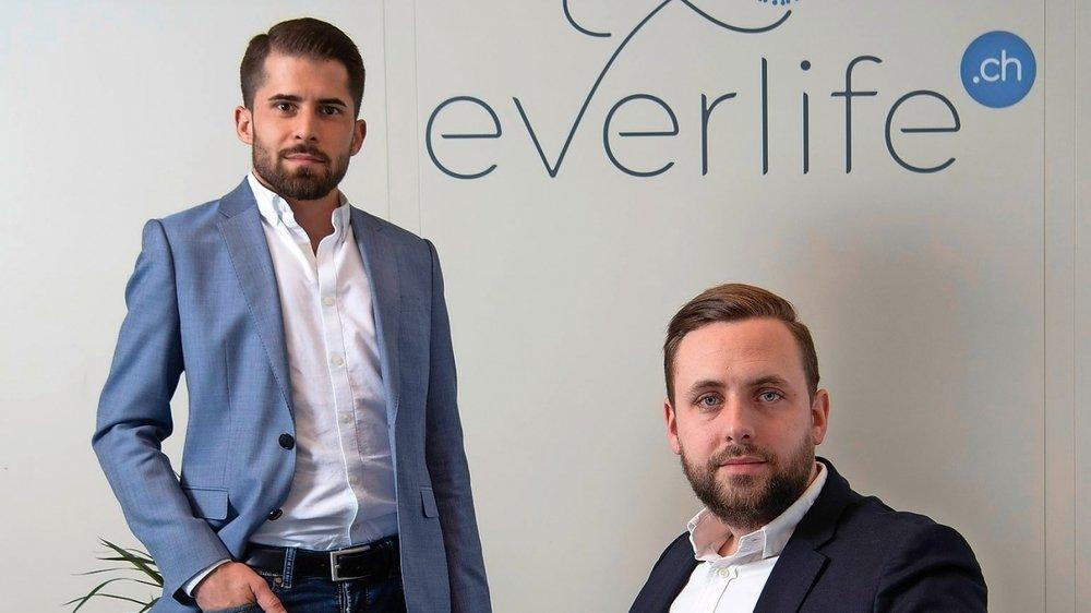 Fabrice Carrel (à gauche) et Christopher Englund veulent de la transparence dans le milieu des pompes funèbres.