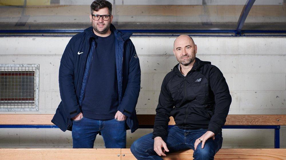 Loïc Burkhalter (debout) et Joël Magnin ont besoin de rester calmes pour se concentrer sur le jeu et les décisions qu'ils sont amenés à prendre en cours de match.