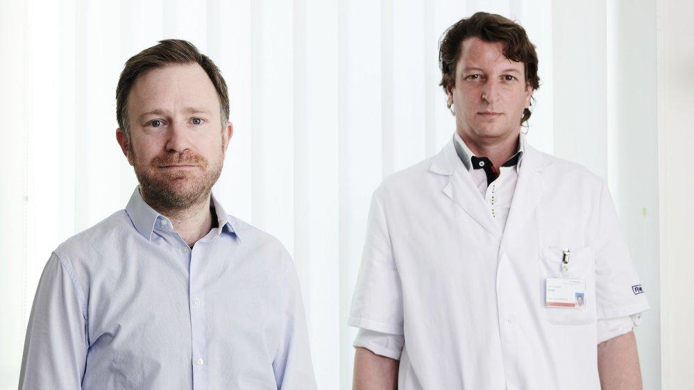 Le docteur Olivier Plachta (à gauche), directeur médical du Réseau hospitalier neuchâtelois, et le professeur Jacques Donzé, médecin chef du département de médecine.
