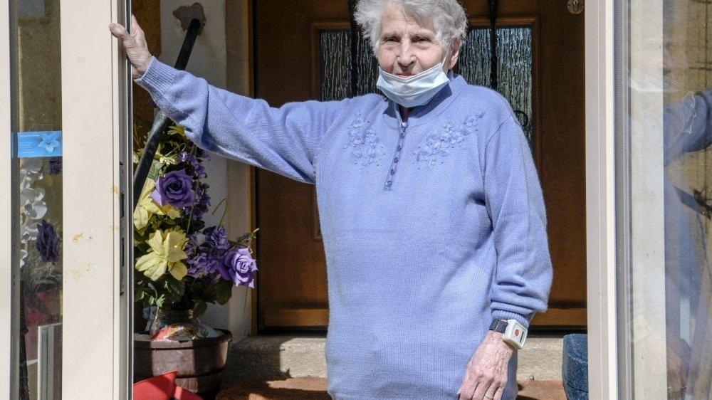 """Gertrude Fatton, 95 ans, """"encore faible mais en pleine santé!"""""""