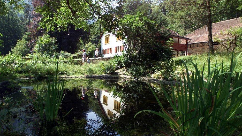 La Maison de la nature à Champ-du-Moulin, au plus près de l'Areuse.