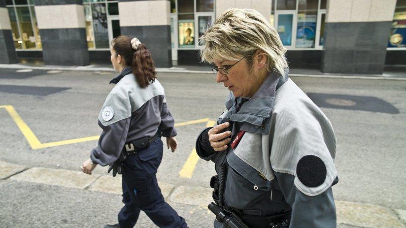 Coronavirus: 100 balles d'amende en Suisse, 4000 en France