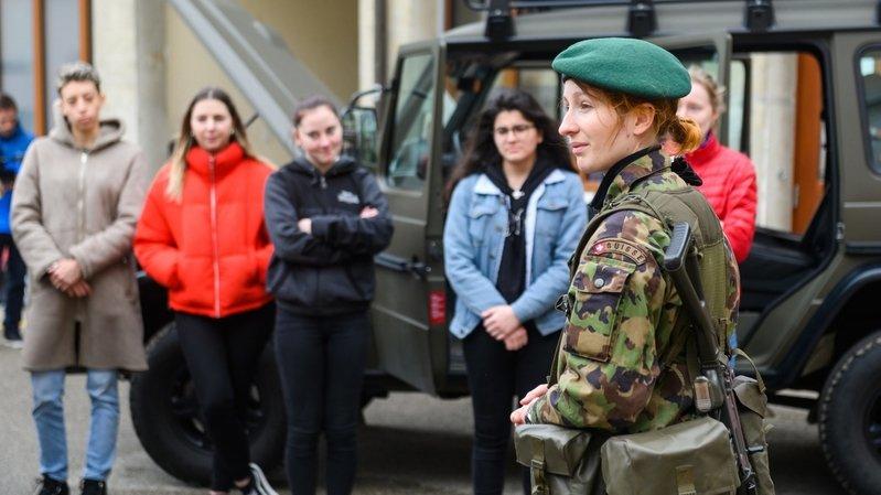 Les jeunes Neuchâteloises invitées sous les drapeaux