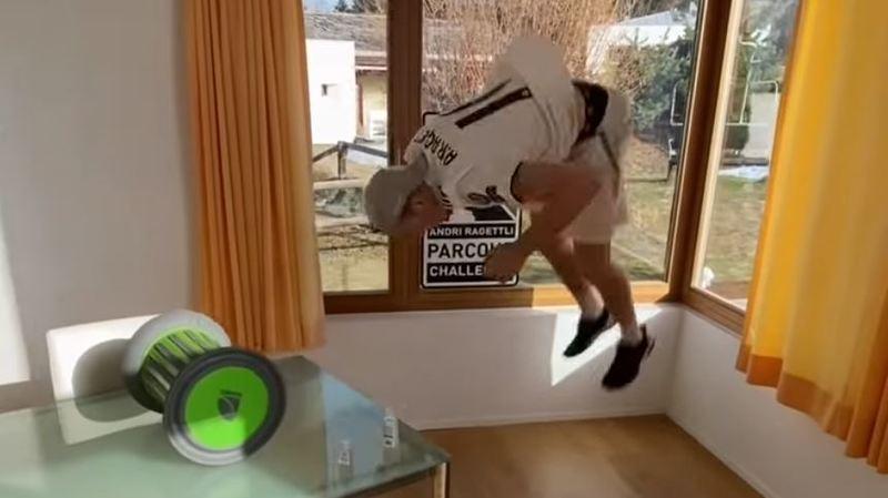 Coronavirus: Andri Ragettli fait le buzz avec un parcours acrobatique pour skieur confiné