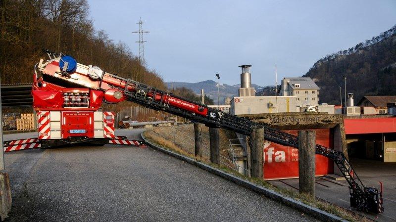 Val-de-Ruz: un nouveau camion de sauvetage aérien complète la flotte de véhicules du feu
