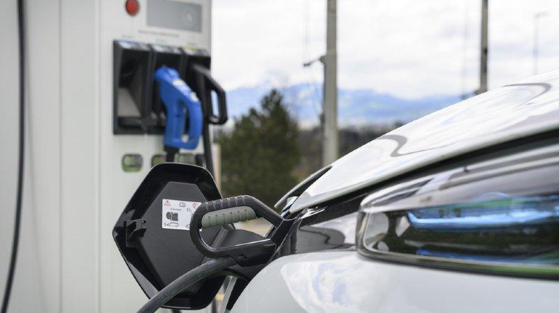 Mobilité: comment la voiture électrique parvient-elle à gagner du terrain en Suisse?