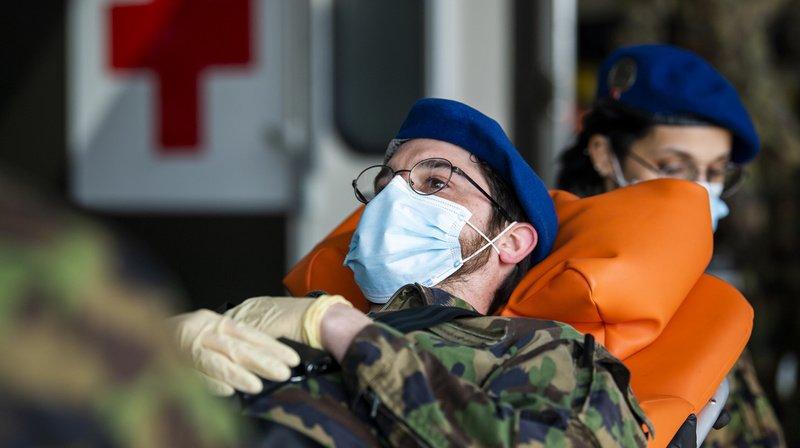 Les soldats du Bataillon hôpital 2 pratiquent les bons gestes depuis plusieurs jours avant d'être déployés.