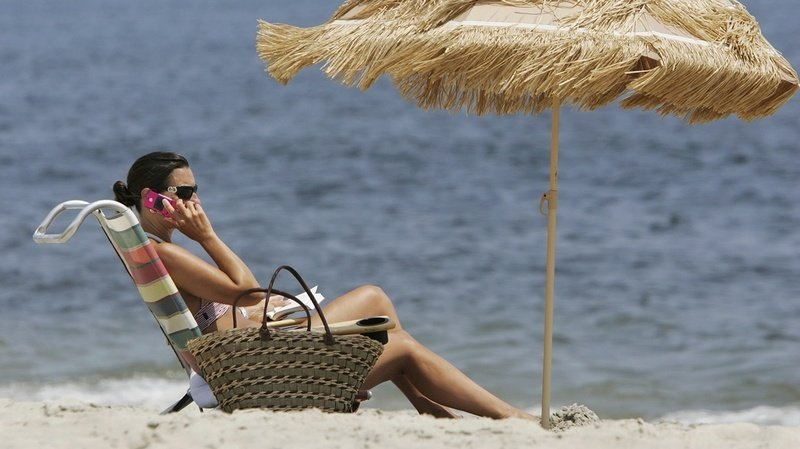 """Télécommunications: appel à mettre fin aux tarifs de roaming """"exagérés"""""""