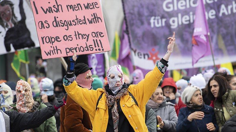 Manifestation de femmes à Zurich, malgré l'interdiction