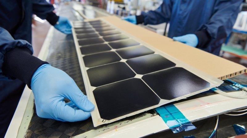 Le CSEM installe les cellules solaires sur les ailes de l'avion expérimental SolarStratos