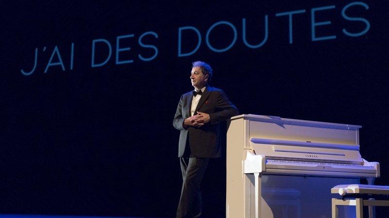 François Morel explore les doutes de Raymond Devos à La Chaux-de-Fonds