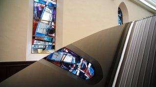 Un guide pour partir à la découverte des vitraux de l'artiste loclois Lermite