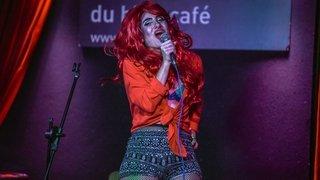 Elyssa Fleur et ses «Dragâteloises» sur la scène du Salon du Bleu