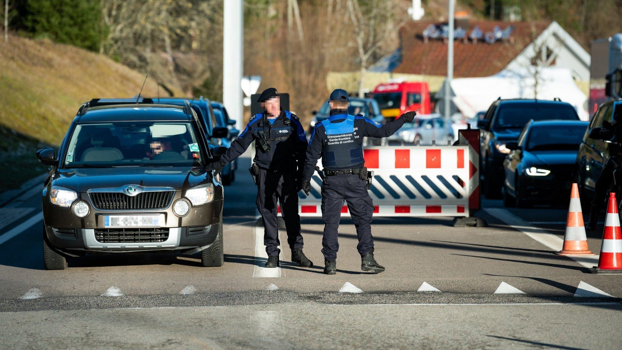 La police neuchâteloise en renfort dans les douanes pour réduire les bouchons