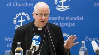 Affaire du curé accusé d'abus sexuels à Fribourg: plainte déposée contre l'évêque Morerod