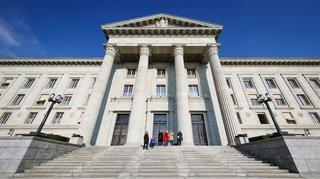 Tribunal fédéral: pincé dans le Jura, le trafiquant de drogue présumé restera en prison
