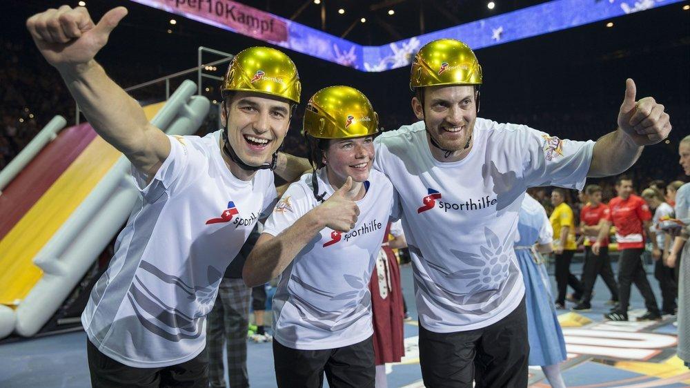Grâce, entre autres, à son célèbre Superdécathlon (ici Nino Schurter, Nathalie von Siebenthal et Alex Fiva, de gauche à droite), l'Aide sportive suisse soutien les athlètes de pointe.
