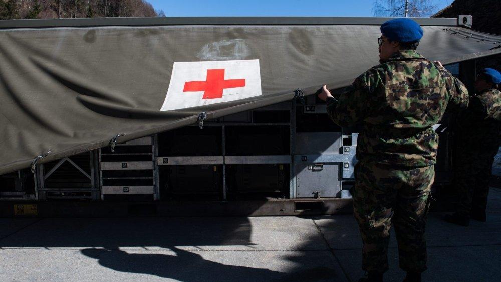 Les étudiants mobilisés par l'armée pour soulager les hôpitaux face au coronavirus redoutent une inégalité de traitement par rapport aux autres étudiants, à l'approche des examens de juin.