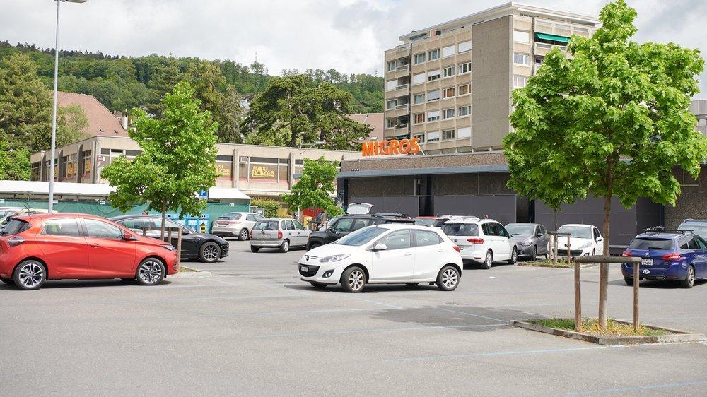 Le parking de la Migros de Peseux.