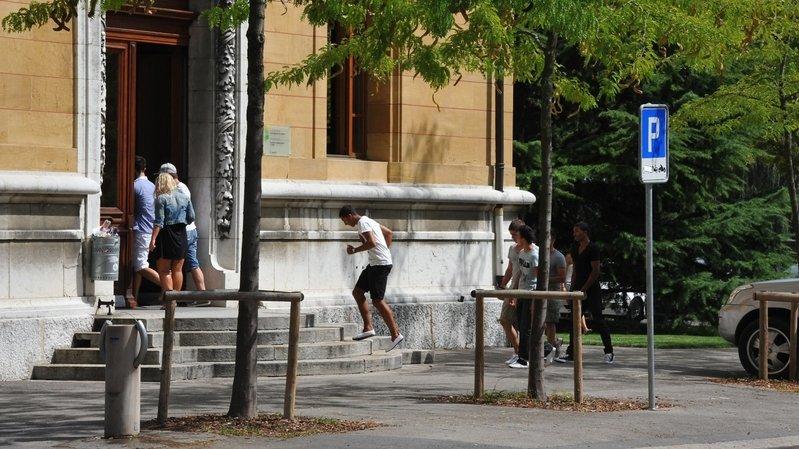 Examens: des étudiants neuchâtelois interpellent le Conseil fédéral