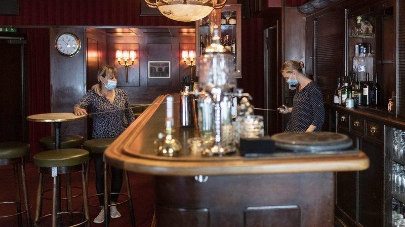 Bars et restaurants doivent fermer leurs portes à minuit au plus tard