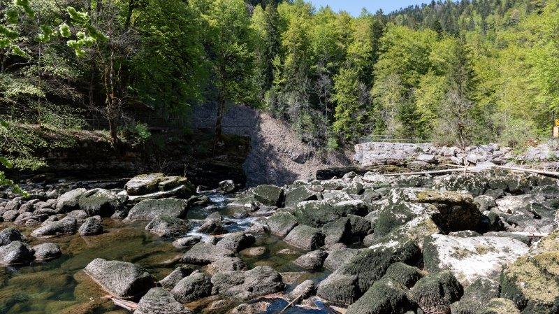 Le Doubs déjà à sec dans le défilé de l'Entre-Roches, du jamais vu en avril