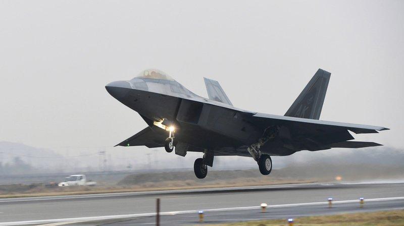 Etats-Unis: un chasseur F-22 s'écrase en Floride, le pilote indemne